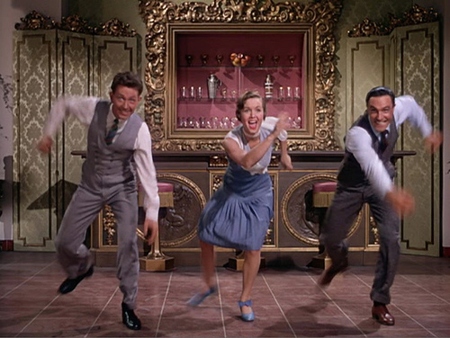 http://classichollywoodcentral.com/wp-content/uploads/2012/06/O-Conner-Reynolds-and-Kelly-in-Singin-in-the-Rain.jpg