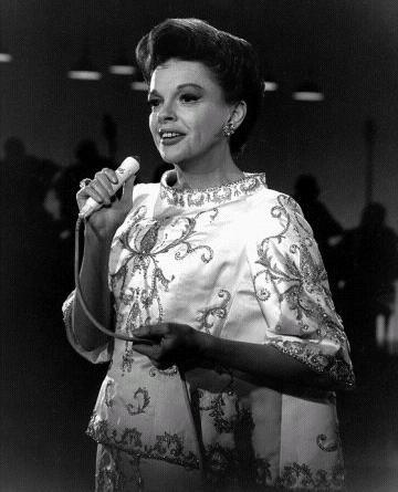 http://classichollywoodcentral.com/wp-content/uploads/2012/09/Judy-Garland.jpg